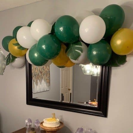 The Absolute Easiest DIY Balloon Garland
